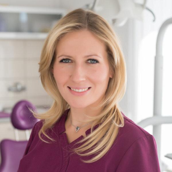 Dr. Horváth Krisztina - fogorvos, szájsebész szakorvos