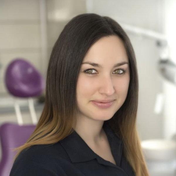 Kalocsa Nikolett - fogászati szakasszisztens